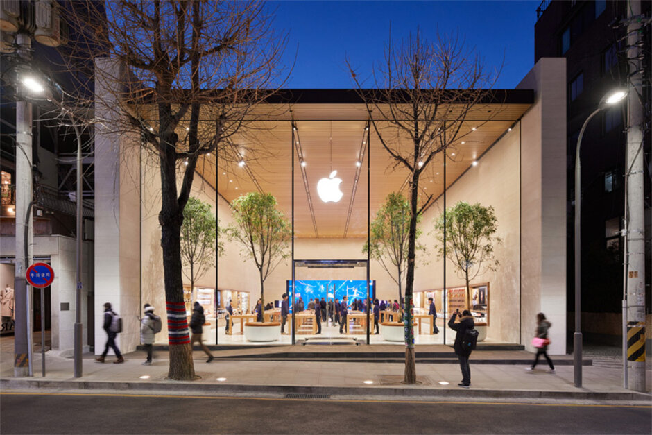 A bricks and mortar Apple Store, like this one in South Korea, is coming to India next year - The world's second largest smartphone market is finally getting a physical Apple Store